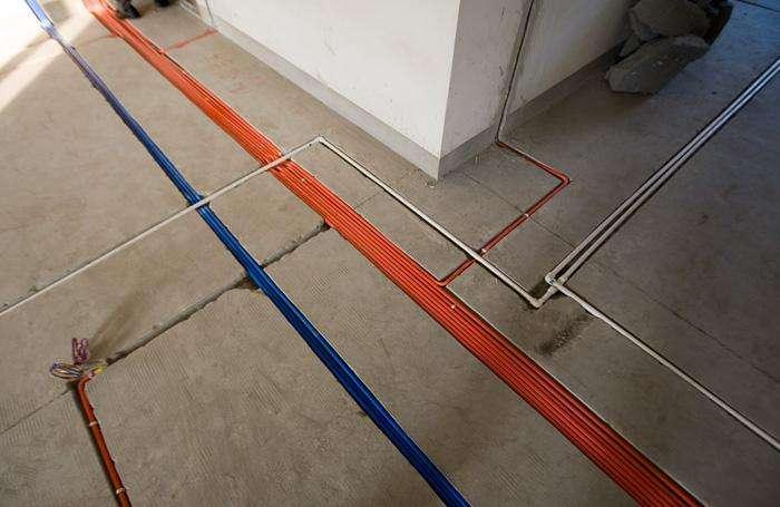 2,电线电路布线   了解完基本的要求后,我们就要来开始布线了,此时